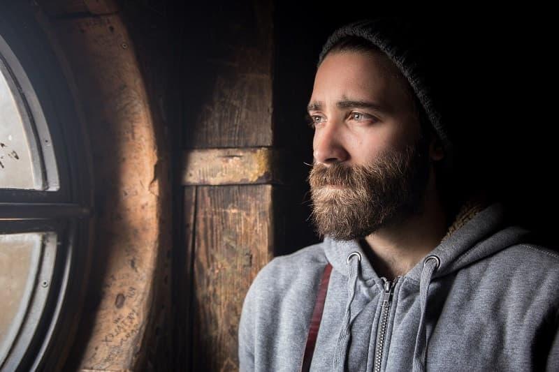 Cómo perfilar la barba desde casa peinadosde10