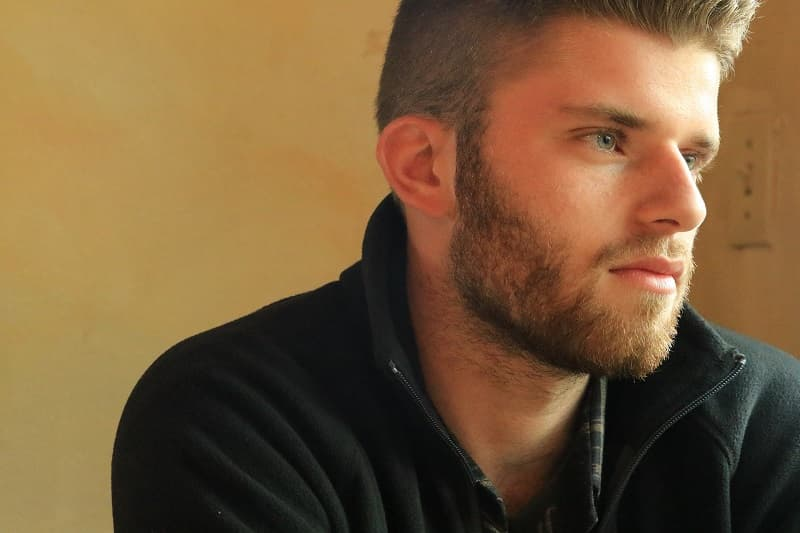 Trucos para perfilar tu barba peinadosde10